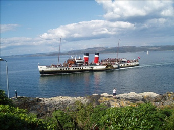 The Waverly paddle steamer coming into Tarbert